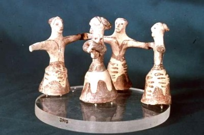 Crete, ca. 1600 BCE - circle of dancing women around musician