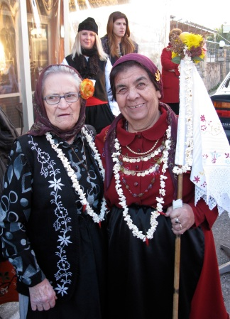 Kyria Fotini with the ritual flag and Kyria Anastasia with her granddaughters Anastasia and Androniki (dressed as men) behind. Photos: Vasilis Gervasileiou and Efi Chadtzichidiroglou, used with permission.