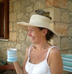 Laura Monty hat