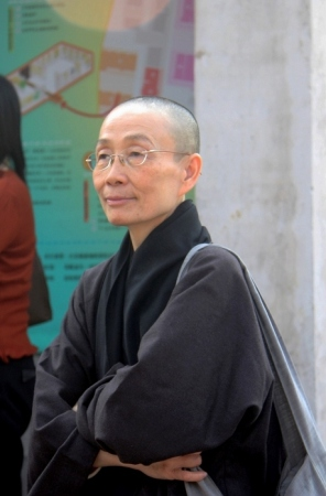 Taiwanese_Buddhist_Nun_Black_Robes