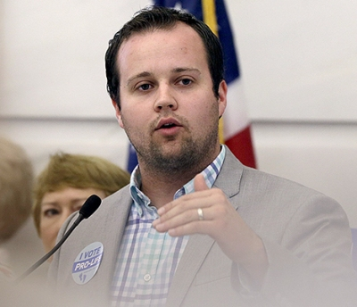 1432305381_josh-duggar-speaking-467