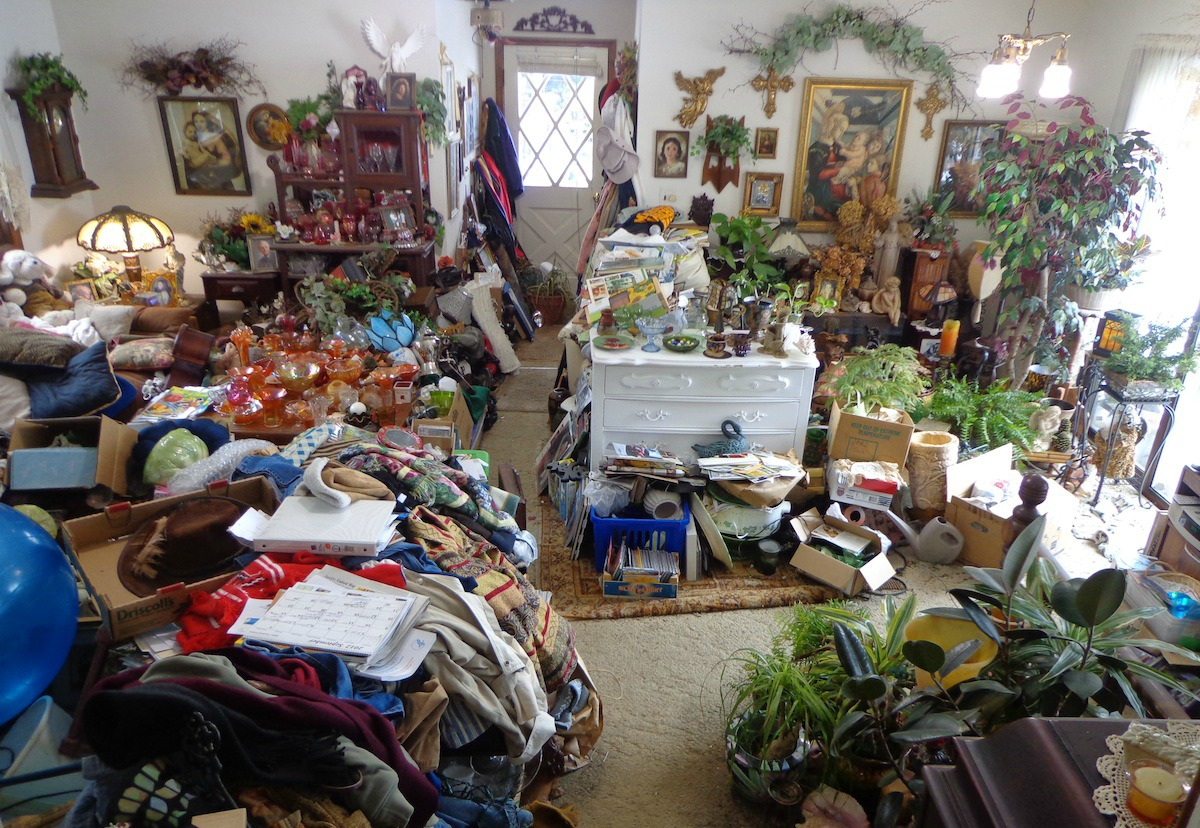 How To Declutter Bedroom Take Only What You Need And Give Away Fundamental