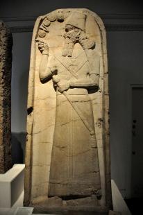 Assyrian_king_Shamshi-Adad_V_from_the_temple_of_Nabu_at_Nimrud,_Mesopotamia.