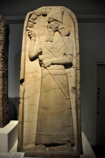 Assyrian_king_Shamshi-Adad_V_from_the_temple_of_Nabu_at_Nimrud,_Mesopotamia.