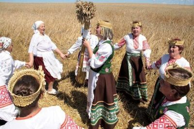 Russian women in ceremony