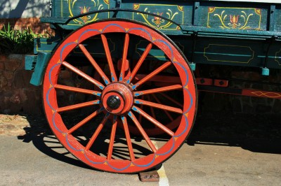 larger-back-wheel-of-ox-wagon
