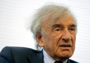 Elie Weisel is interviewed by Bob Edwards in New York, Wednesday, June 20, 2007. (AP Photo/Seth Wenig)