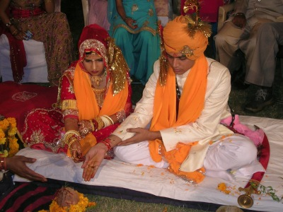 Hindu_marriage_ceremony_offering