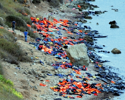 refugee-lifejackets-and-rubber-rafts