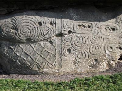 spiral-carvings-newgrange