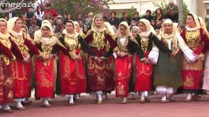 Women dancing Tráta in Megara